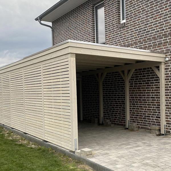 Carport mit Rhombus-Wänden aus Fichte