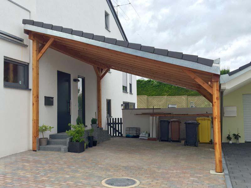Carport mit Pultdach aus Holz