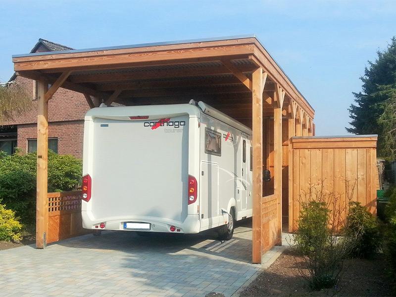 Wohnmobil-Carport aus Holz mit Abstellraum