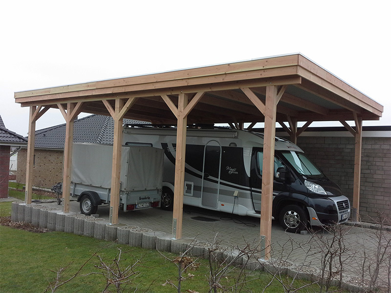 Wohnmobil-Carport mit Holzblende